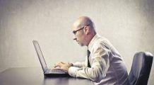 Stai mult pe scaun? Lista bolilor care te omoară încet dar sigur