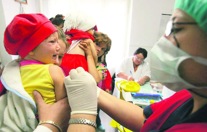 REVOLTĂTOR În plin sezon gripal, Ministerul Sănătații oprește campania de vaccinare antigripală. 400.000 de doze de vaccin rămân nefolosite