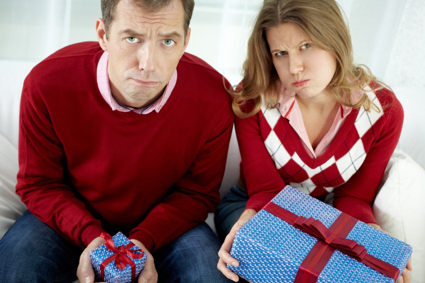 CUM să vă feriţi de DEPRESIE de SĂRBĂTORI şi cum să faceţi faţă unui buget restrâns de CADOURI