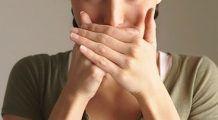 Ce boală anunță sângerarea gingiilor și respirația urât mirositoare?