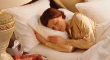 De ce nu e bine să dormi pe burtă. Care este cea mai SĂNĂTOASĂ poziție de SOMN