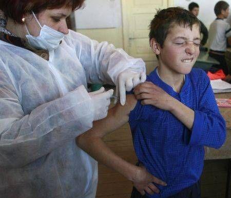 Băieţii, vaccinaţi gratuit împotriva unui virus care cauzează cancer!