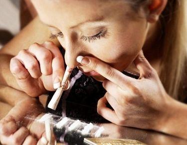Motivul pentru care anumite persoane devin dependente de droguri