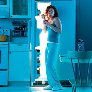 Cum te ingrasa casa ta! Iata 9 factori pentru care mananci haotic acasa la tine!