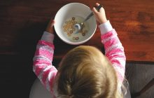 """Nutriționist: """"E o prostie să forţezi un copil să mănânce tot sau ceva ce nu-i place"""""""