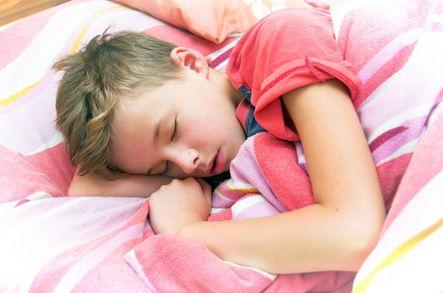 Meningita, un diagnostic îngrijorător. Aflați care sunt simptomele și cum se tratează.