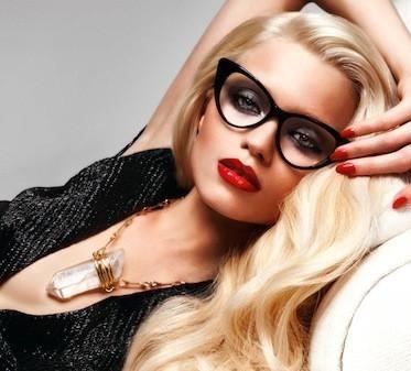 Toți vom avea nevoie de ochelari. Cum se deteriorează vederea în mod natural de la naștere și până la bătrânețe