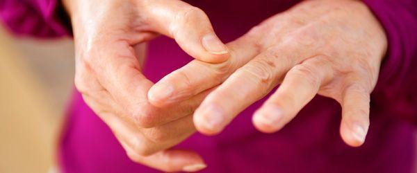 Statul la soare poate preveni una dintre cele mai frecvente boli reumatice