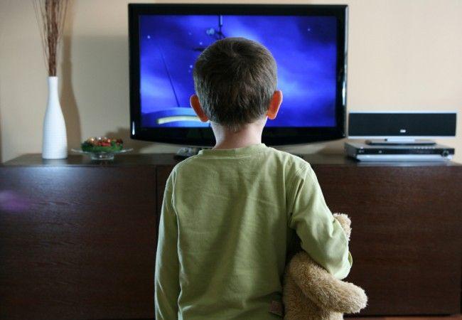 Ce se întâmplă la maturitate cu copiii care se uită mai mult de două ore pe zi la televizor