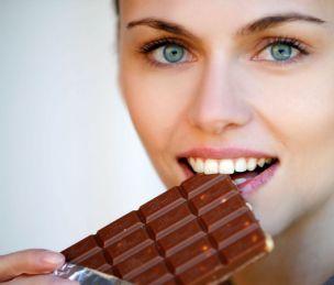 Doar câteva pătrăţele de ciocolată vă pot satisface pofta de dulce la fel de bine ca un întreg baton