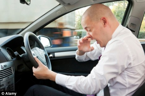 De ce nu ar trebui să vă urcaţi la volan dacă aţi răcit