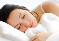 Calitatea somnului depinde de perna pe care dormi. Iată cum o alegi pe cea potrivită nevoilor tale