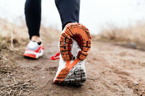 Beneficii surprinzătoare. Ce se întâmplă cu organismul tău după ce faci o plimbare în natură?