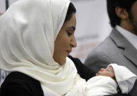 O femeie a născut un copil perfect sănătos după ce i-au fost transplantate 5 organe