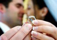 Nu vreți să vă gândiți la căsătorie înainte de 30 de ani? Iată ce riscați