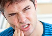 BĂRBAȚII care au probleme cu DINȚII și cu gingiile riscă să devină IMPOTENȚI
