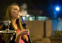 Crezi că narghileaua este mai puţin nocivă decât ţigările? Iată ce spun cercetătorii