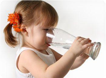 Este adevărat că avem nevoie de 8 pahare de apă pe zi? Iată ce spun specialiştii