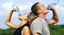 Ce credeţi că hidratează mai bine ceaiul sau apa? Iată ce spun rezultatele unui studiu al profesorului Mencinicopschi