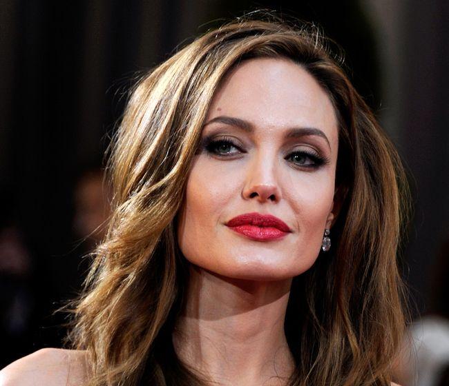 Testele genetice pe care le-a făcut Angelina Jolie ca să își afle riscul de cancer, sunt disponibile și în România. Iată la ce clinici și care sunt prețurile