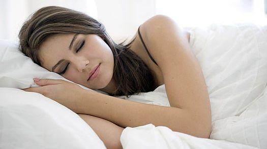 În ce poziţie trebuie să dormiţi pentru a scăpa de durerile musculare