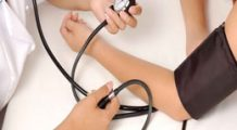 Vreţi să vă reduceţi tensiunea arterială? Iată ce trebuie să faceţi timp de 20 de minute