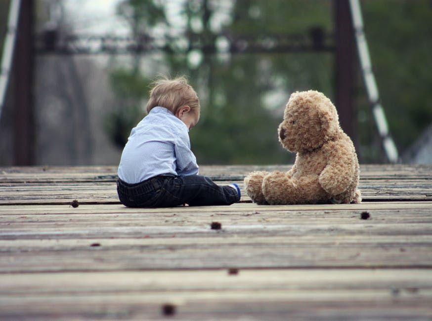 Sindromul păpușii vesele, o boală genetică rară! Ce trebuie să știm despre afecțiunea Angelman