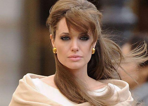 A fost Angelina Jolie păcălită de doctori să se automutileze chiar dacă era perfect sănătoasă?