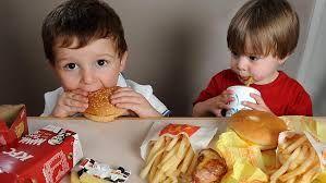 Sfatul surprinzător al Preşedintelui Societăţii Române de Diabet: Nu interziceţi copiilor Coca-Cola şi fast-food