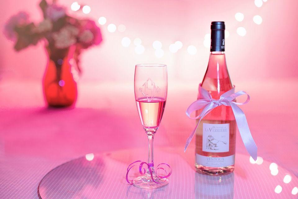 Şampania are un efect uimitor. Experţii recomandă 1-3 pahare pe săptămână