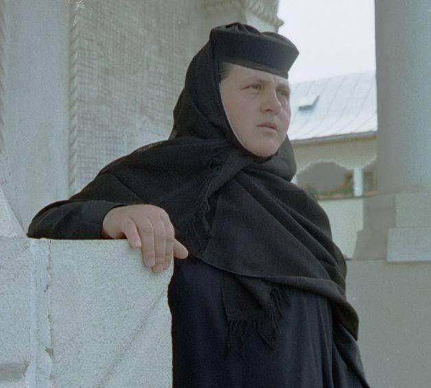 CAMPANIA MEDICUL DE GARDĂ. Maica Stareţă acuzată de spălare de bani la mănăstire