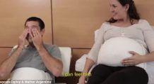 S-a inventat centura care ajută bărbații să simtă cum bebelușii lor lovesc în burta mamei!