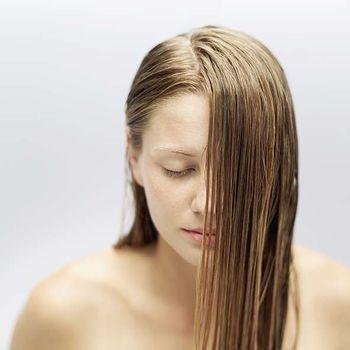 Cele mai eficiente remedii naturiste pentru părul gras