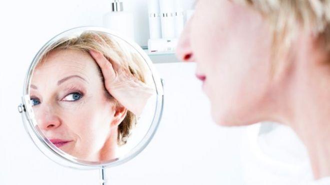 """Cum scapi de riduri și pete pigmentare fără operații. """"Am cunoscut o dermatoloagă care arăta de 30 de ani, deși avea 57 totul datorită unei proceduri simple cu efect formidabil"""""""