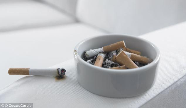 Cât de periculos e să iei contact cu lucrurile unui fumător