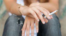 STUDIU: Un fumător îl costă pe angajator în medie cu 4.600 de euro mai mult decât un nefumător