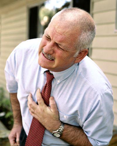 Un gest pe care îl fac mulţi bărbaţi le creşte considerabil riscul de a suferi un atac de cord