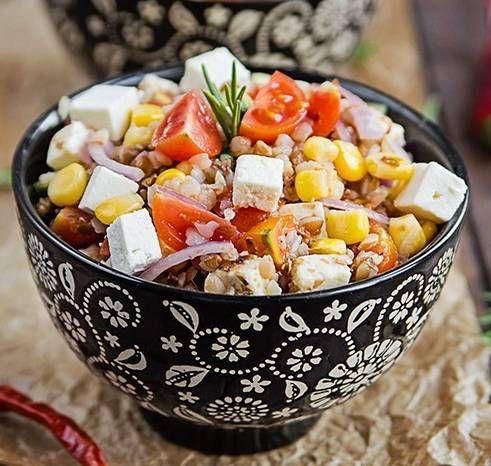 Salată cu hrişcă şi roşii cherry