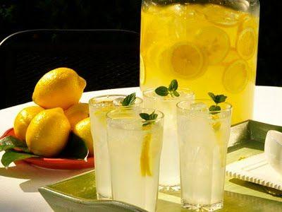 GHID DE VARĂ de la DOCTORUL ZILEI. Ce boli riști, de ce e mai bună apa chioară decât limonada. Plus: ce tratamente naturiste sunt acoperite de asigurări, de ce au adolescenții disfuncții sexuale