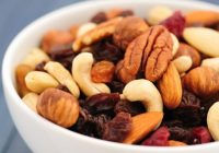 Gustări sănătoase cu puţine calorii. Cu ce puteţi înlocui chipsurile, sticks-urile şi popcornul