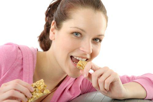 """Batoanele energizante sunt adevărate bombe calorice. Iată şi alte alimente ,,sănătoase"""" care ar trebui evitate"""