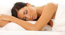Cinci sfaturi practice pentru un somn odihnitor pe timp de caniculă