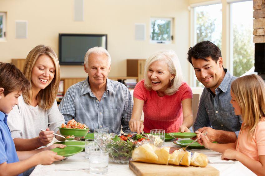 Ce să mâncaţi în funcţie de vârsta pe care o aveţi. Reguli pentru copii, adolescenţi şi vârstnici