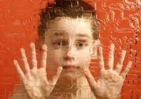 Peste 7.000 de copii din România sunt înregistrați oficial cu autism