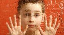 40 de centre pentru copiii cu autism, înființate din bani europeni. Jumătate riscă desființarea. PLUS: 7.000 de români au autism și nu știu. CARE SUNT SEMNELE