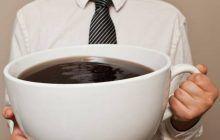Cinci alimente și băuturi care îți distrug oasele încet dar sigur