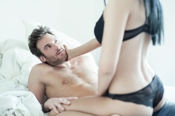 Ce se întâmplă cu bărbații când fac sex cu o nouă parteneră?