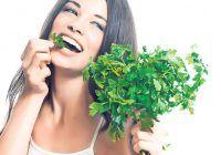 Cea mai folosită plantă aromată din Europa se află la tine în bucătărie și are o mulțime de beneficii