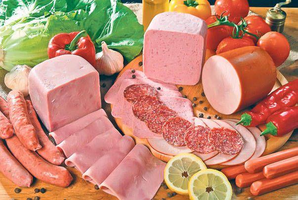 Cele mai periculoase alimente care ajung pe mesele noastre: pâinea albă şi mezelurile, cap de listă