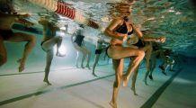 Gimnastica acvatică, un mod distractiv şi relaxant prin care puteţi obţine o siluetă de invidiat